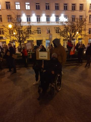 WCZORAJ ÓSMY DZIEŃ PROTESTÓW, A DZIŚ CAŁA POLSKA JEDZIE DO WARSZAWY